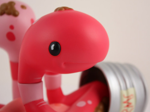CanOWorms_Pink_Detail1